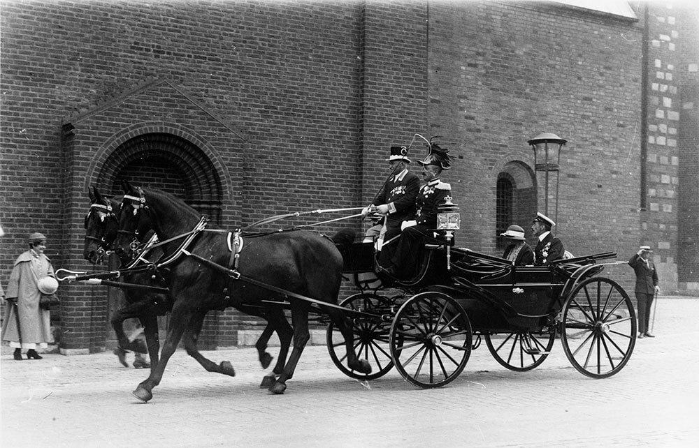 Bryllupslandaueren passerer Aarhus Domkirke