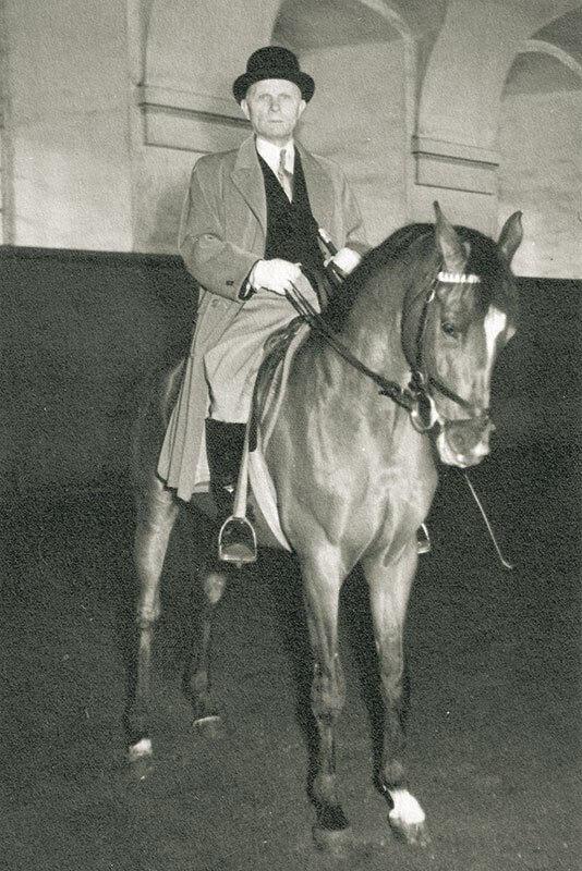 Kristian Jensen på Dakar i Christiansborg Ridehus, 1954. Foto udlånt af Dinny Lund.
