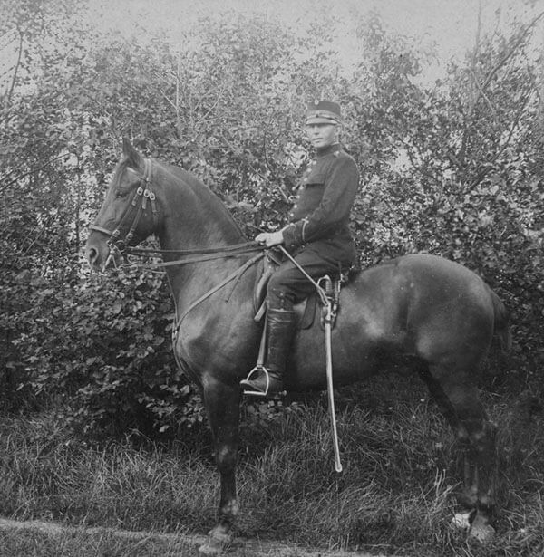 G. Orlow-Andersen til hest.