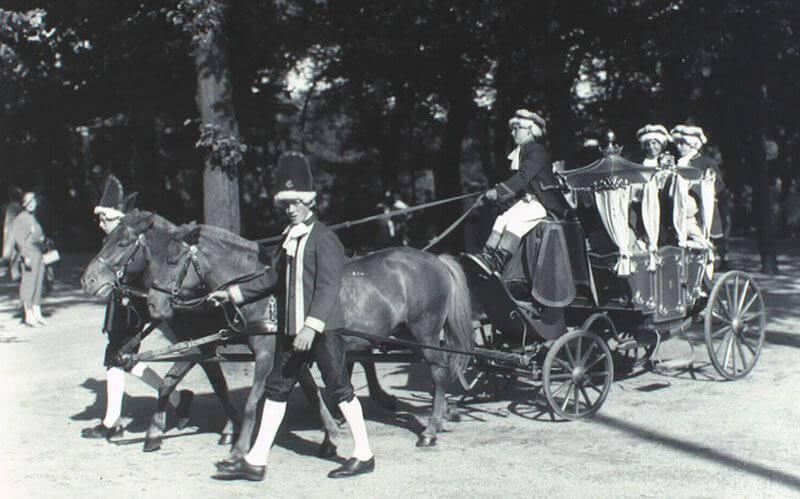 Guldkareten i Tivoli med to ponyer forspændt