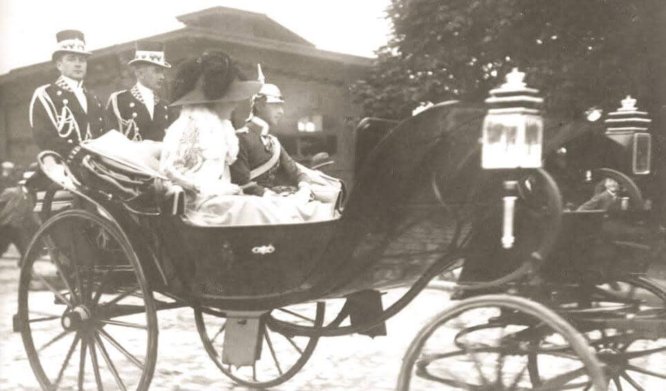Tysk kronprinspar i Neussvogn 1910