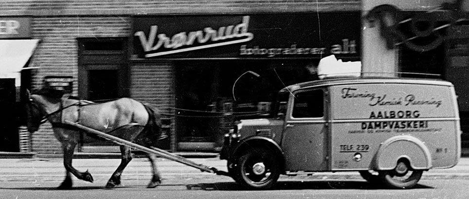Aalborg Danmvaskeris varevogn med hesteforspand
