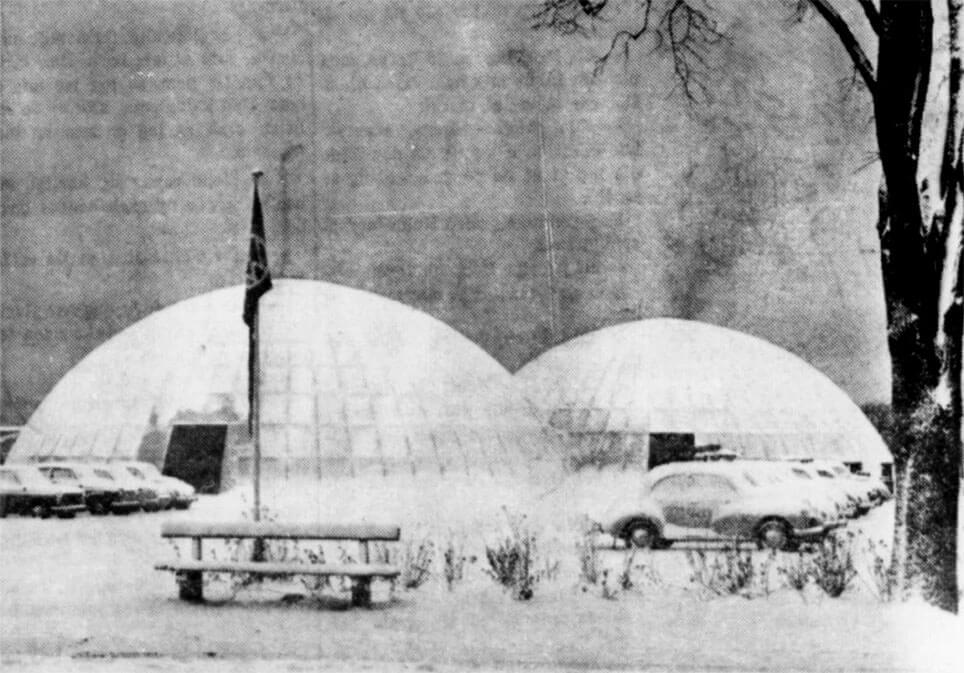 Boblehallerne er opstillet i december 1963.