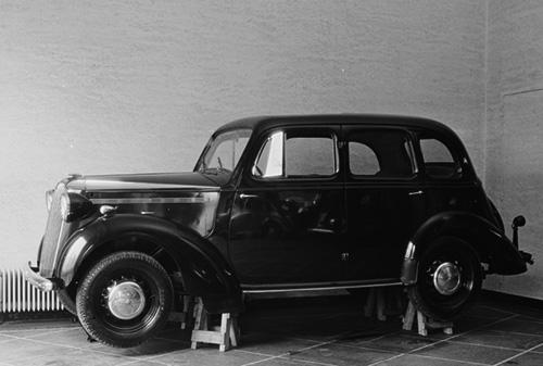 Opklodset privatbil under anden verdenskrig.