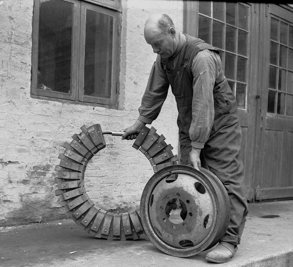 Et Aalborg Ringen trædæk bestod af bæreklodser og kiler, der var samlet med en jernring.