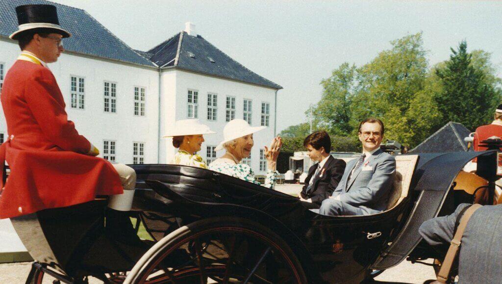 Kongefamilien i daumontvogn ved dronning Ingrids 50-års jubilæum i 1985